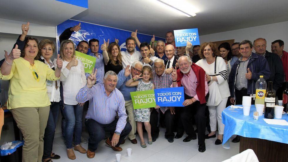 Felicidad en la sede del PP en Viveiro.