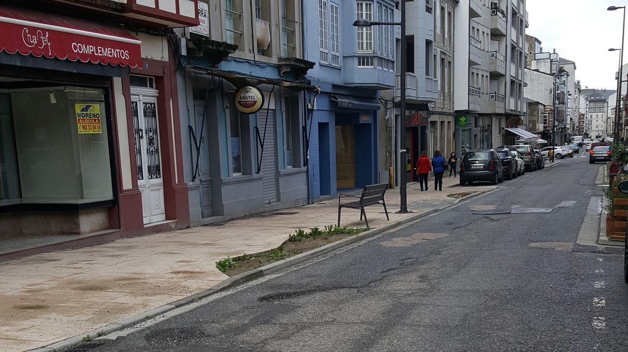 Rúa Diego Pazos, con la ejecución de las obras mal acabada
