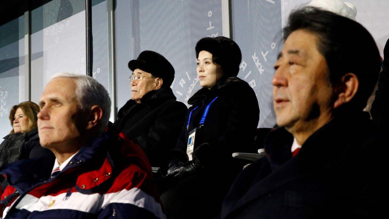 El protocolo sentó a los dirigentes norcoreanos muy cerca del estadounidense Pence y el japonés Abe en el palco del estadio