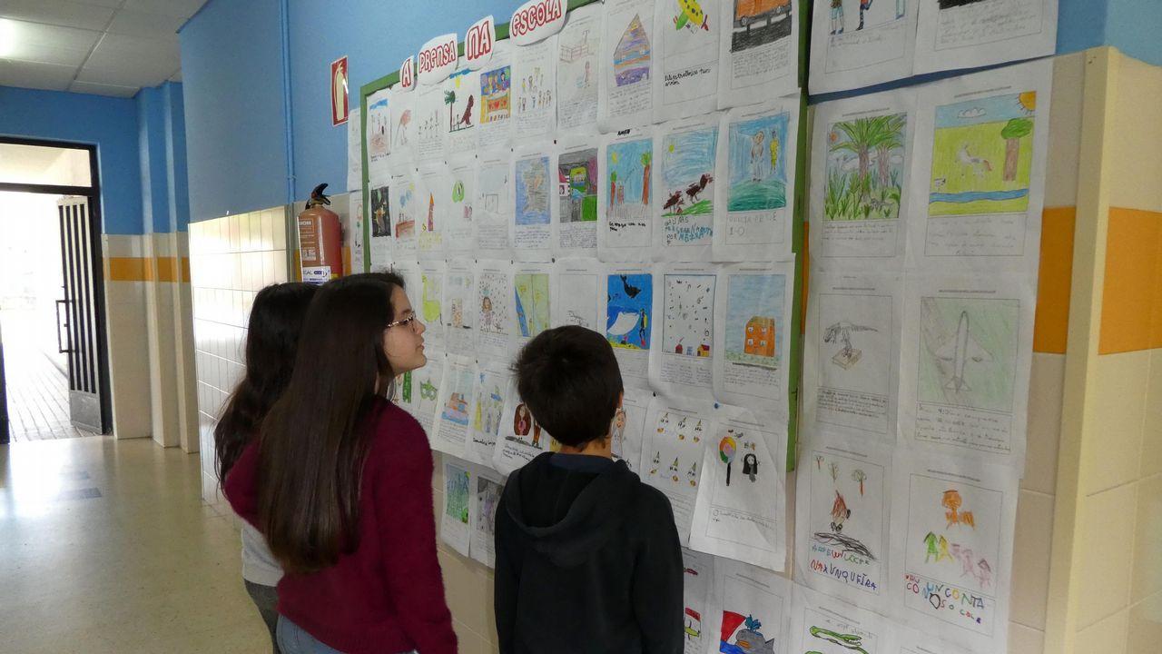 Exposición de murais feitos durante a Semana da Prensa na Escola no CEIP A Guía