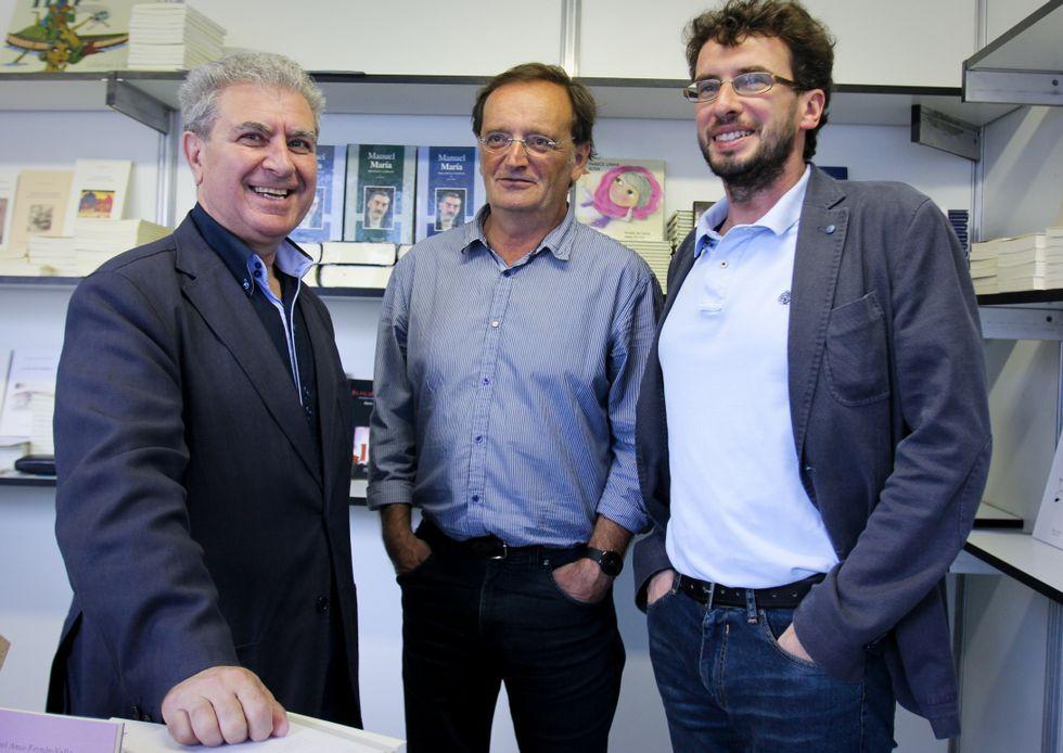 Molina, con Xan Arias y el concejal de Cultura, José Manuel Sande.