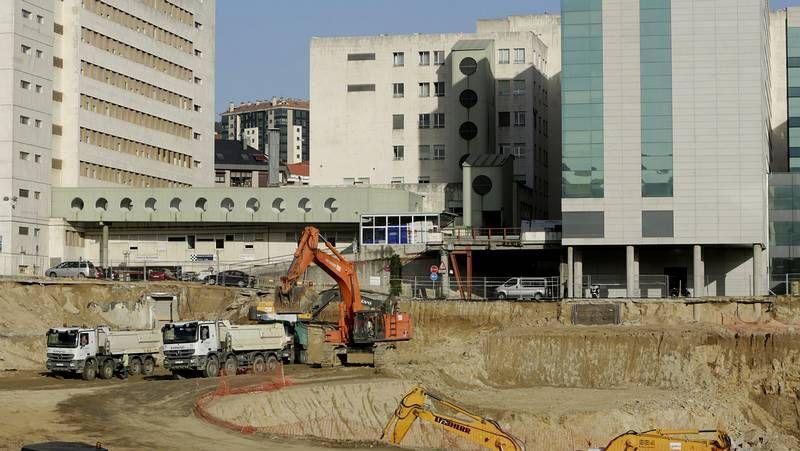 El Parlamento gallego celebra el Día da Galeguidade Empresarial.Los profesionales del área del corazón han logrado que los recortes económicos     reduzcan la actividad del hospital menos de lo que podrían.