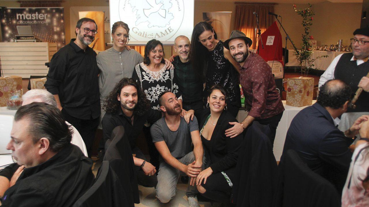 Antonio Resines asiste en Cambados a la gala GaliciAME.Richard Gere dedicó unas palabras a su pareja Alejandra desde el escenario