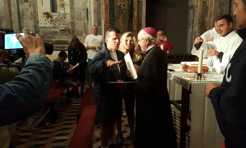 El arzobispo recibió ayer a un grupo de peregrinos discapacitados procedentes de la ciudad italiana de Asís