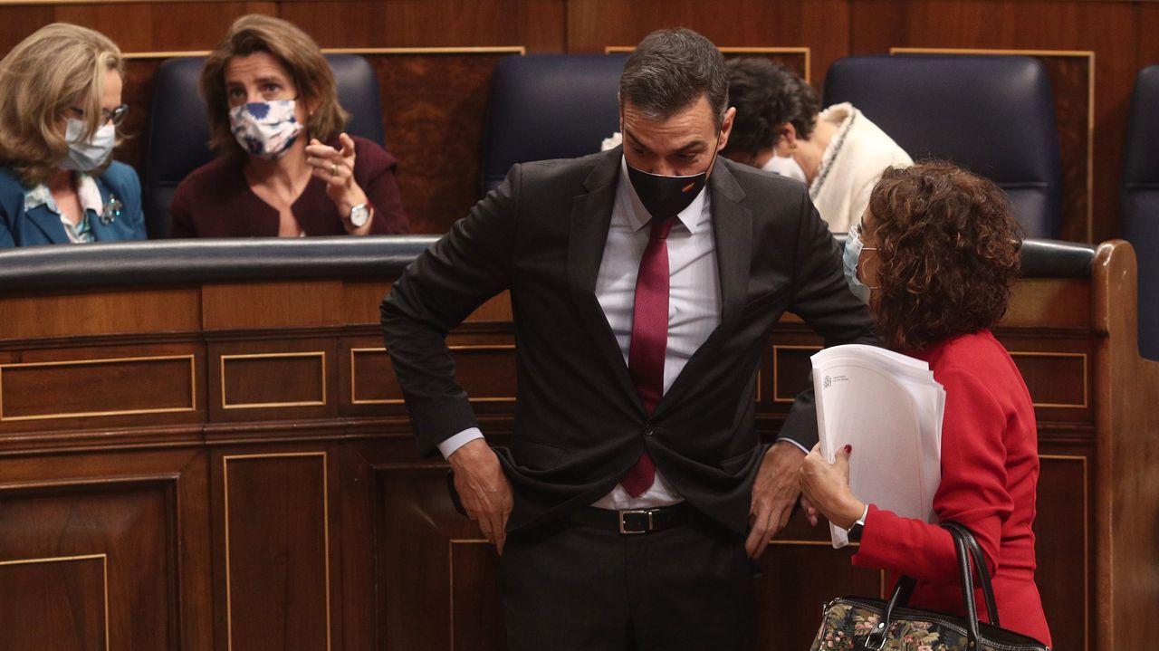 El presidente del Gobierno, Pedro Sánchez, y la ministra de Hacienda, María jesús Montero, durante el debate de los Presupuestos