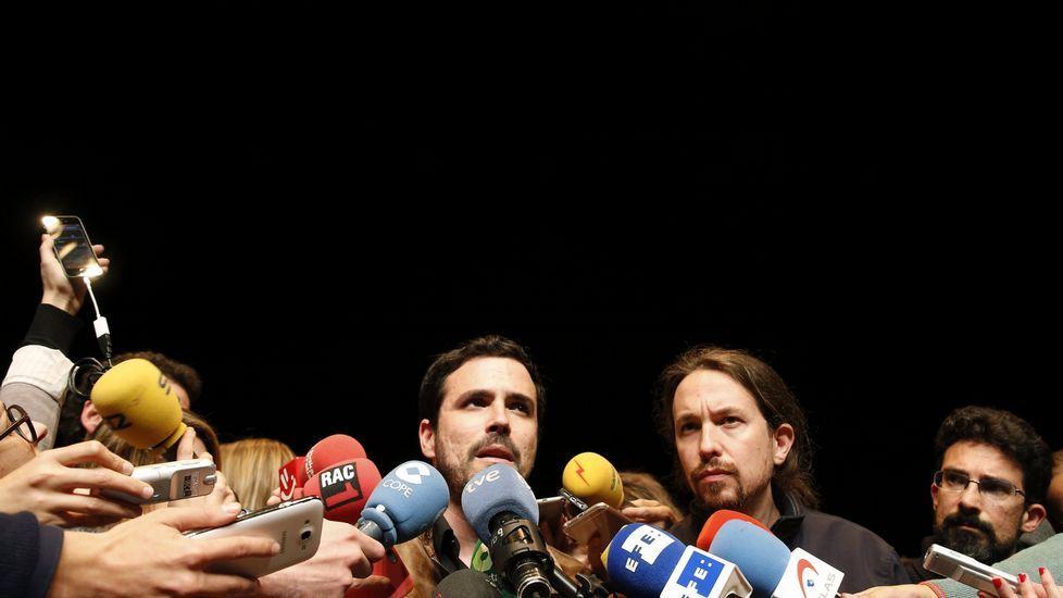 «No se puede hacer tabla rasa de las reformas».Los miembros de la candidatura de Izquierda Asturiana en las primarias de Unidad Popular