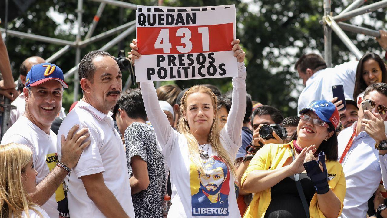 Las imágenes de la detención de Leopoldo López y Ledezma en Venezuela.Dos mujeres yacen en el suelo tras un enfrentamiento entre chavistas y opositores