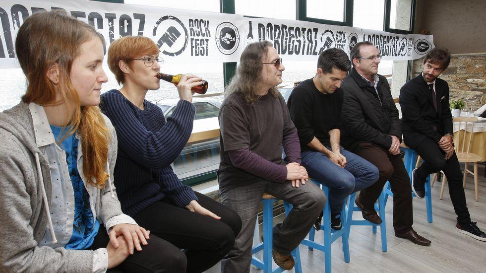 Cereijo, Parga, Romay, Rodríguez, Sés y Anxela, ayer en Malpica, presentando el Nordestazo.