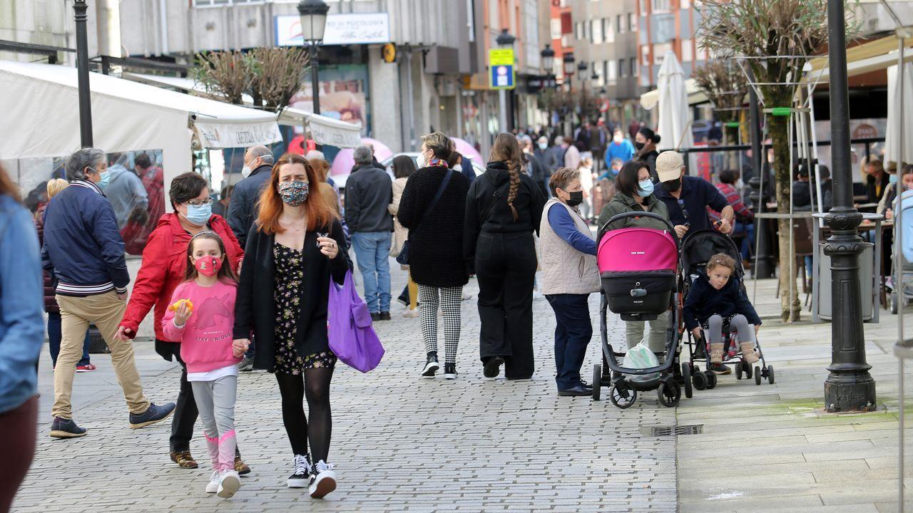 Las calles del centro de Boiro estuvieron bastante transitadas durante la mañana del sábado