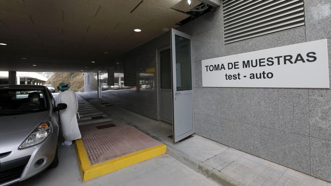 Foto de archivo del alcalde de Cervo y del concejal de Deportes en las instalaciones de Riocobo