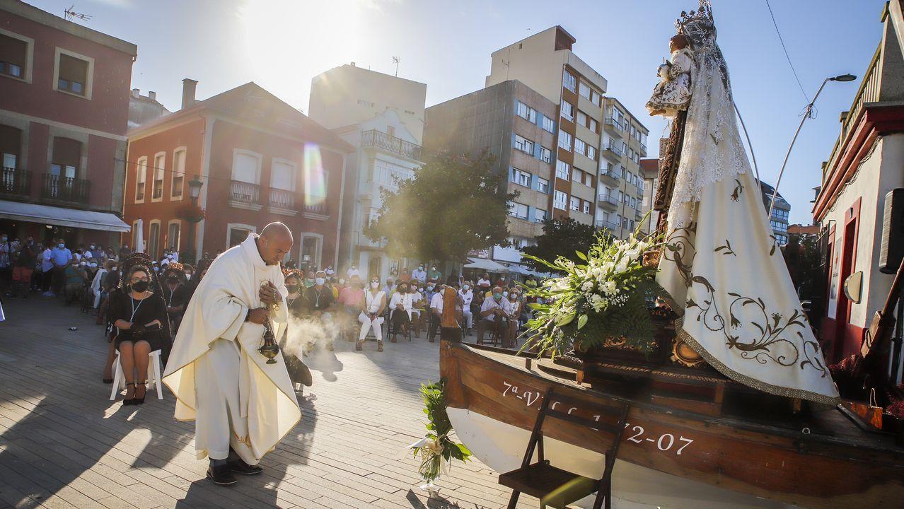 ¡Mira aquí las imágenes de lacelebración de la Virgen del Carmen en Ribeira!.Maite Ferreiro anuncia a programación de «Dixieland nas rúas»