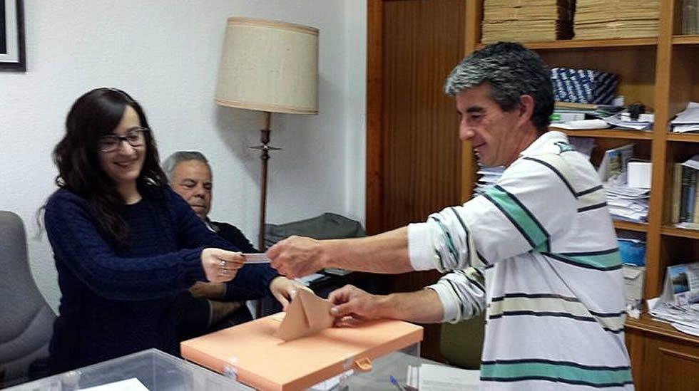 Votación en el municipio de Villarroya (La Rioja)