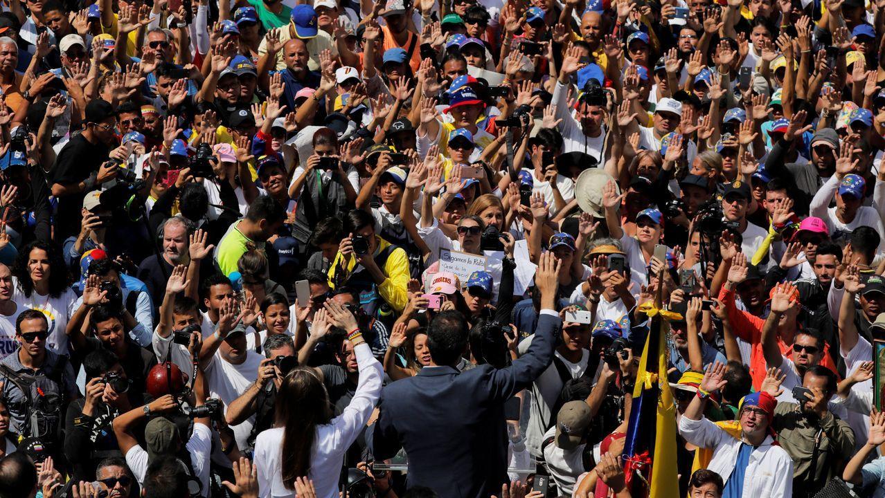 El presidente interino Guaidó logró que cientos de miles de venezolanos salieran a las calles en todo el país para mostrar su rechazo al Gobierno de Maduro.