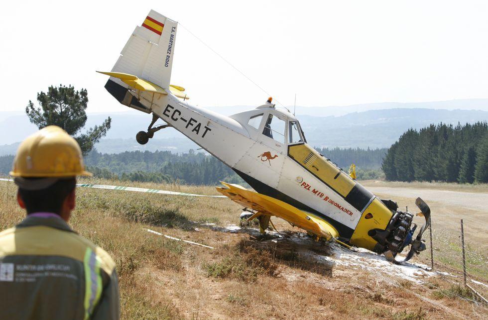 El avión se salió de la pista durante el despegue y acabó deteniendose en la finca colindante.