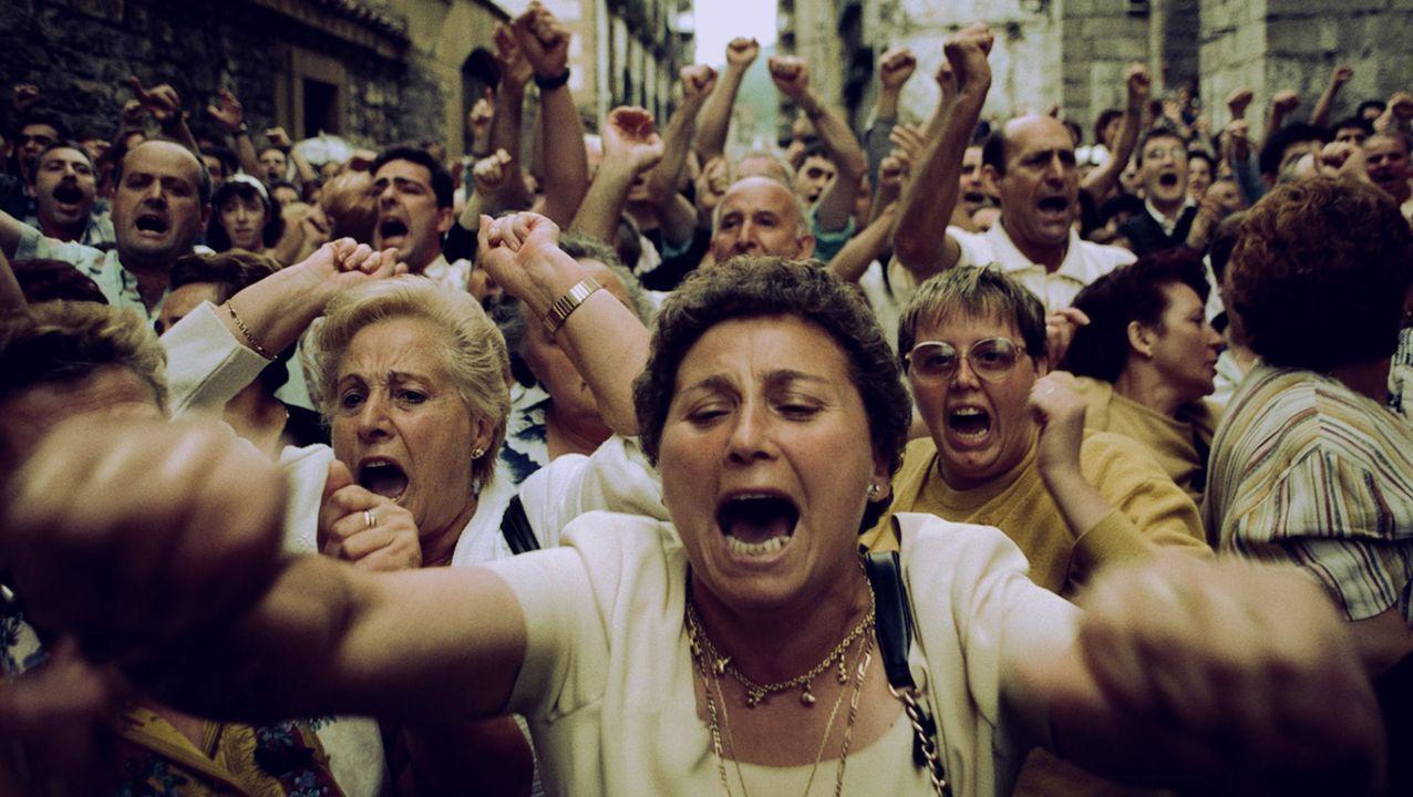 Policía Local Langreo.Fotograma del documental, que repasa doce días claves para el País Vasco y para España