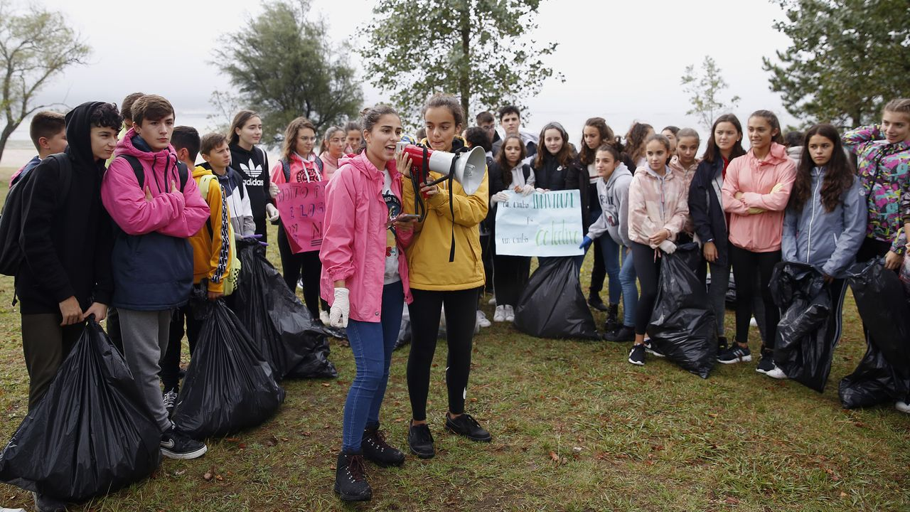 Acción de limpieza del IES A Cachada de Boiro en el marco de la Semana polo clima