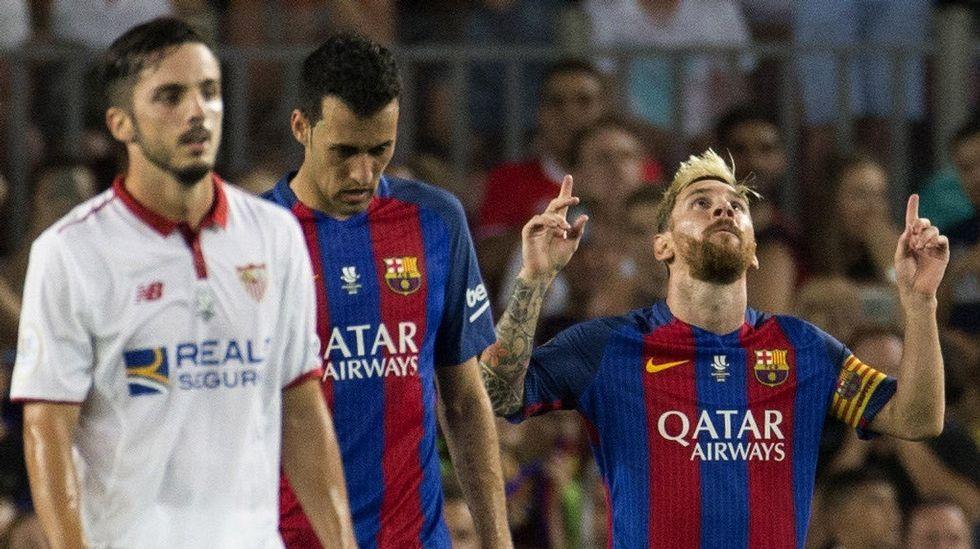 madrid.Joselu reclamó un penalti en los primeros minutos del encuentro aunque el árbitro le mostró una tarjeta amarilla.