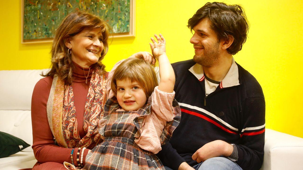 La facultativa Lina Álvarez con su hijoXiquito afectado por una lesión cerebral, por la que irá por tercera vez a juicio
