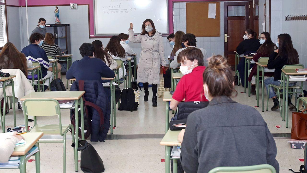 Ellos son los ourensanos ganadores del premio al rendimiento académico en Bachillerato, FP y ESO.Alumnos del IES Jovellanos de Gijón a su llegada a las aulas