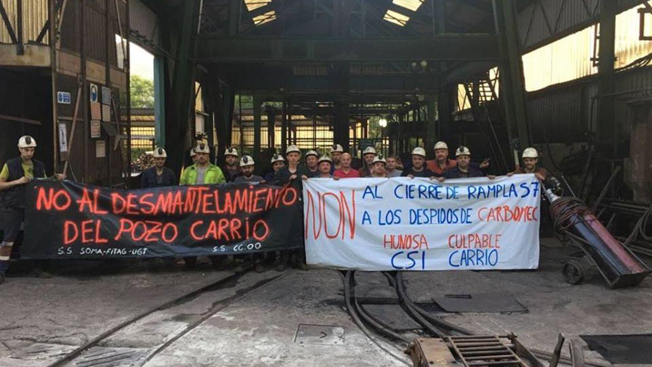 Paro de los trabajadores de Carrio en protesta por la decisio?n de Hunosa de cerrar una rampla