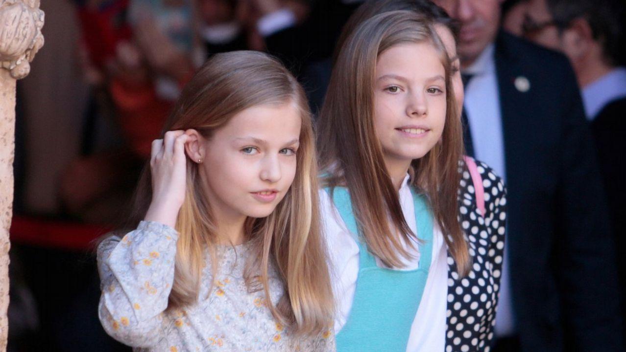 Las reinas Letizia y Sofía, juntas en el teatro.La princesa Leonor, en su última aparicion pública, en la comunión de su hermana Sofía.