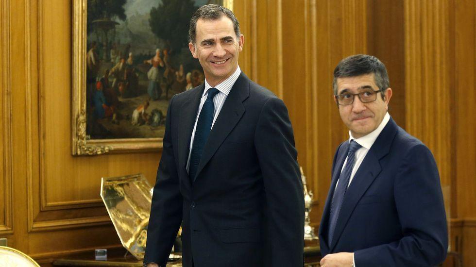 Felipe VI inicia, con Patxi López, una nueva ronda de consultas.El rey y su mujer el día de Reyes