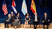 Los galardonados con los Premios Princesa de Asturias 2019, el dramaturgo británico Peter Brook (Artes) (i); la alcaldesa de Gdansk, Aleksandra Dulkiewicz (Concordia) (2i); el director del Museo Nacional del Prado, Miguel Falomir (2d), y el presidente del Real Patronato del Museo del Prado, Javier Solana (Comunicación y Humanidades) (d), durante la ceremonia de entrega