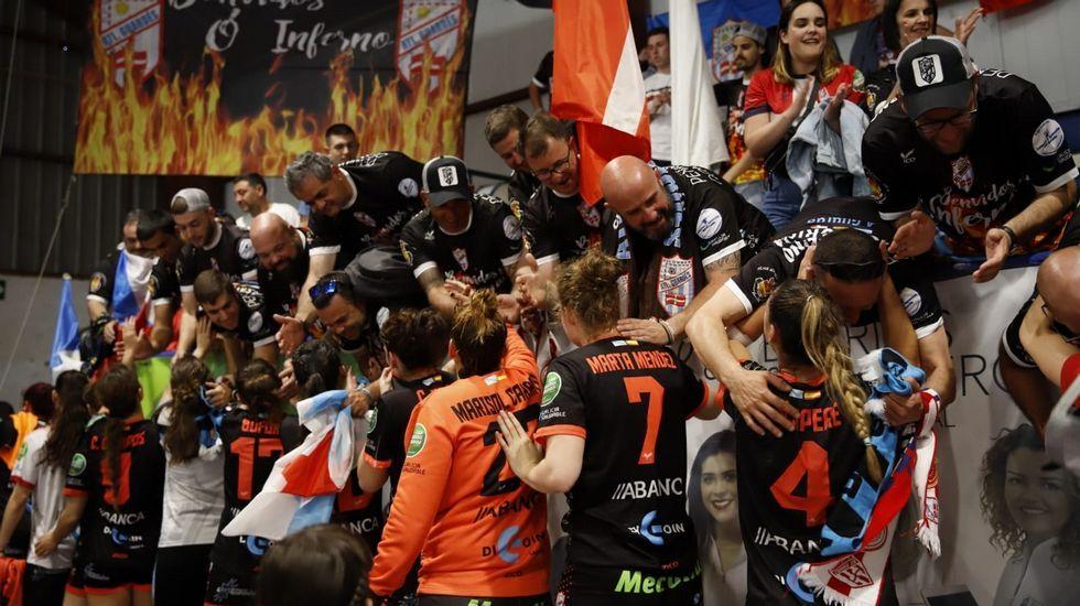 La victoria del Guardés ante el Elche, en imágenes.Deportivo y Mallorca se saludan antes de comenzar el encuentro