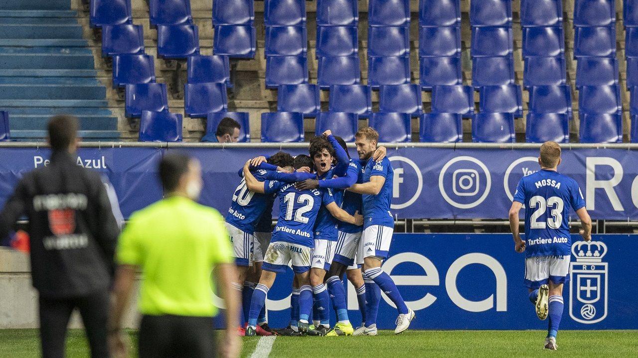 gol Nieto Real Oviedo Lugo Carlos Tartiere.Los futbolistas del Real Oviedo celebral el gol de Nieto ante el Lugo en el Carlos Tartiere