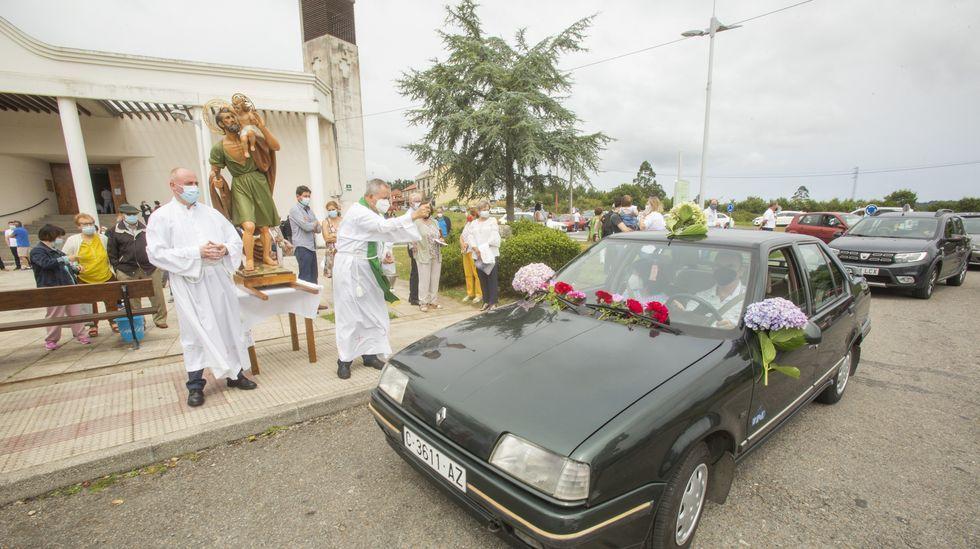 Día de San Cristovo en Carballo: las imágenes de la celebración.Una de las meriendas, ayer, en San Fins do Castro, Cabana