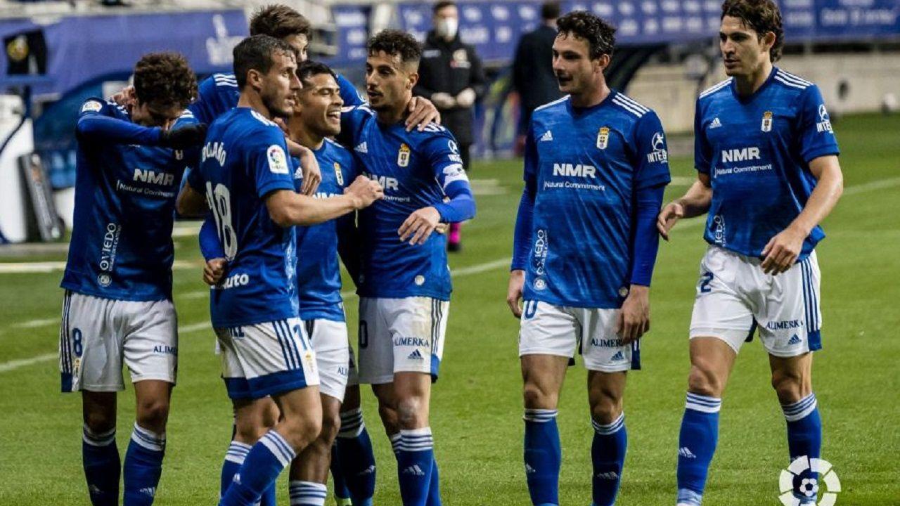 Los jugadores celebran el gol de Nahuel al Fuenlabrada