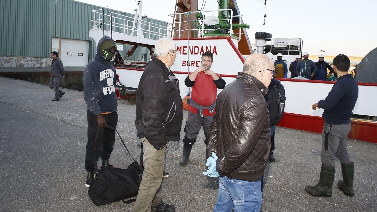 Los tripulantes del Pico da Lebre fueron rescatados por el arrastrero Mendaña, que los trasladó al puerto de Burela