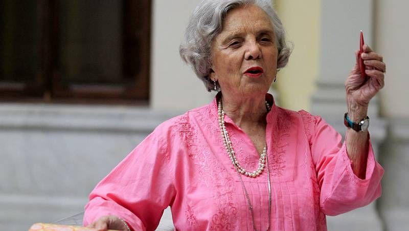 El Premio Cervantes, en imágenes.Elena Poniatowska, ayer en la Biblioteca Nacional, en Madrid, adonde llegó para recoger el Cervantes.