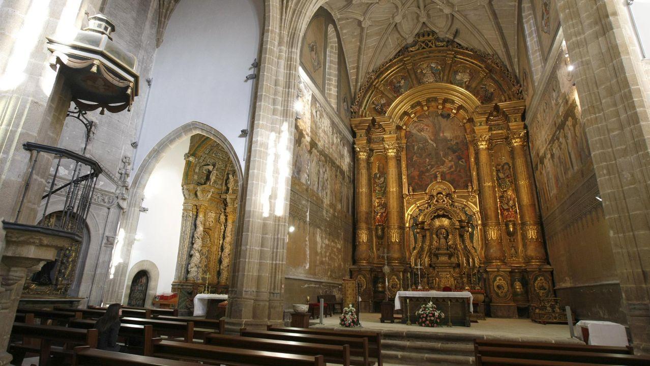 Drones y escáneres en la iglesia de Xil.El mural fue descubierto al retirar el cuadro que ocupa la parte central del monumental retablo mayor de la iglesia, construido en el siglo XVIII. En la imagen, el retablo con el cuadro