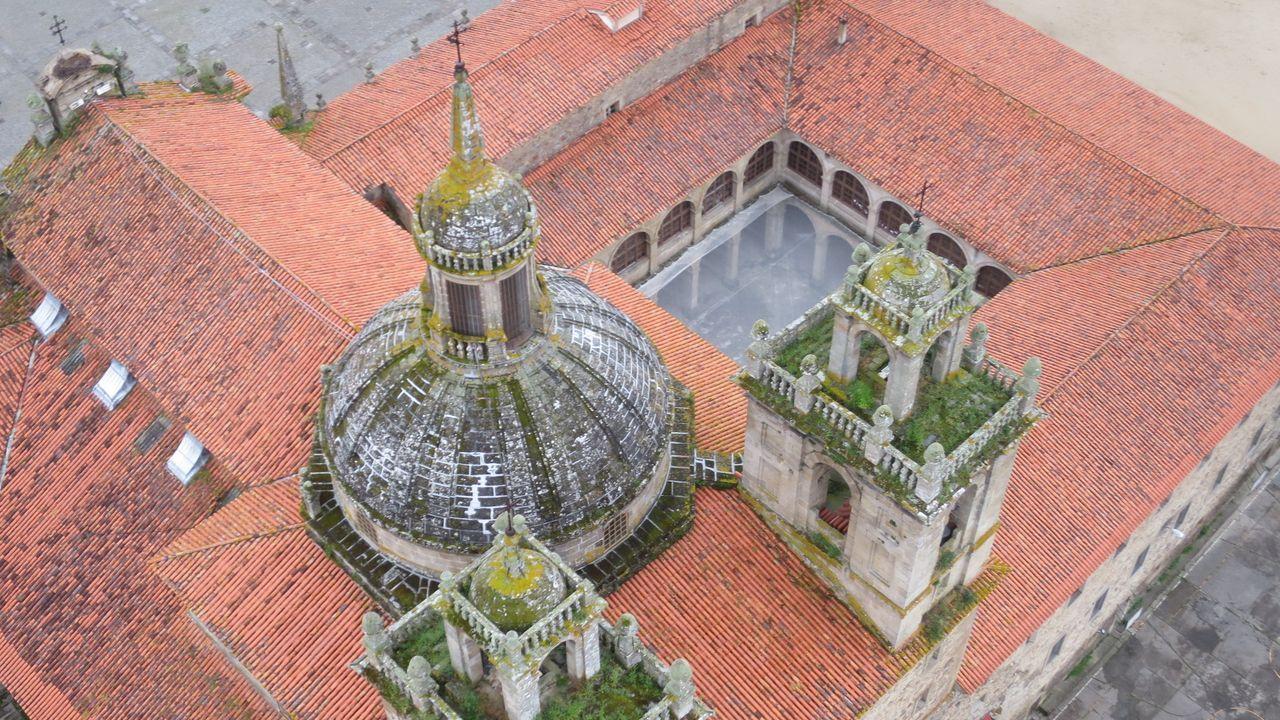 El Colegio de la Compañía, visto desde uno de los globos que hacen rutas turísticas por la Ribeira Sacra