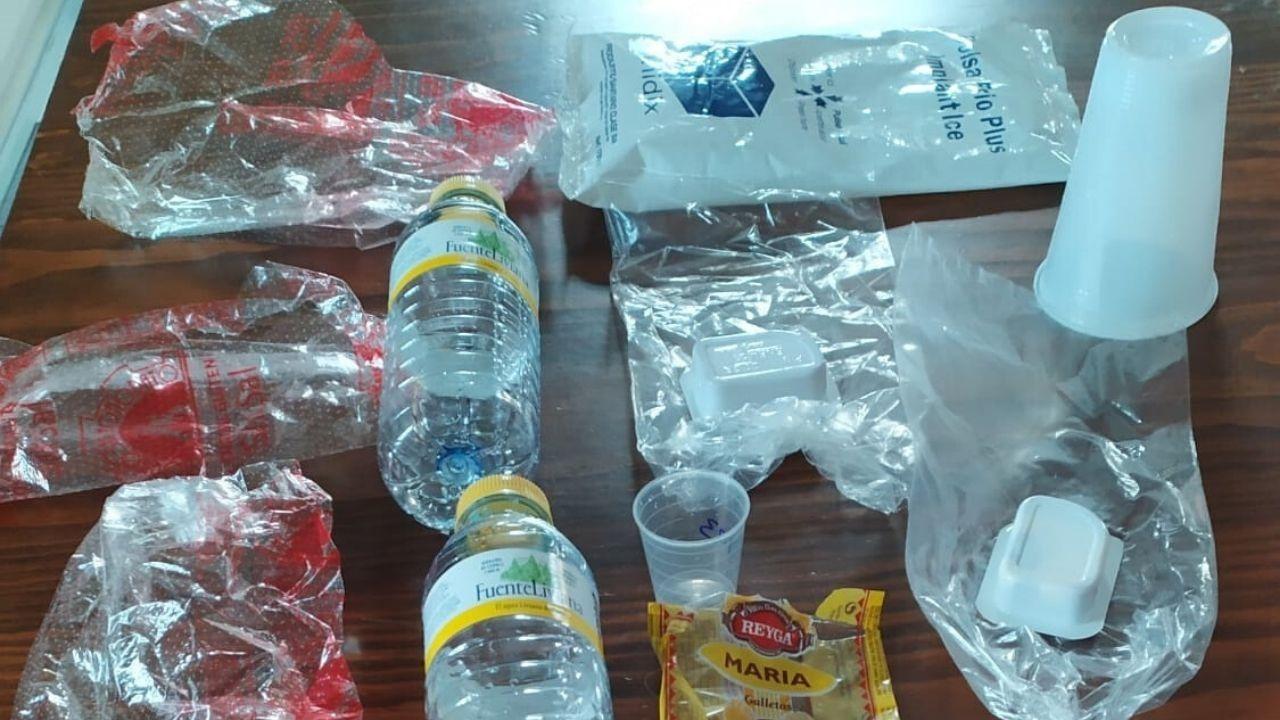 Residuos plásticos de un solo día en el hospital