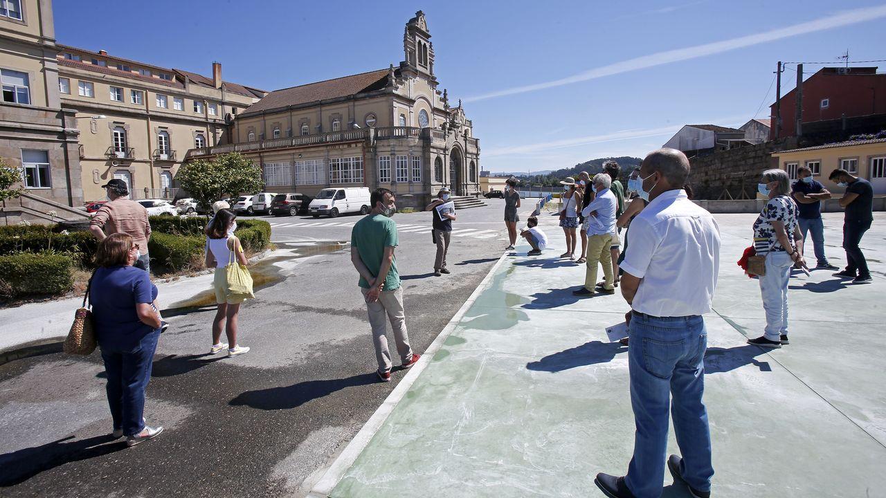 El grupo de asistentes a la visita guiada al colegio Sagrado Corazón de Placeres, en Pontevedra