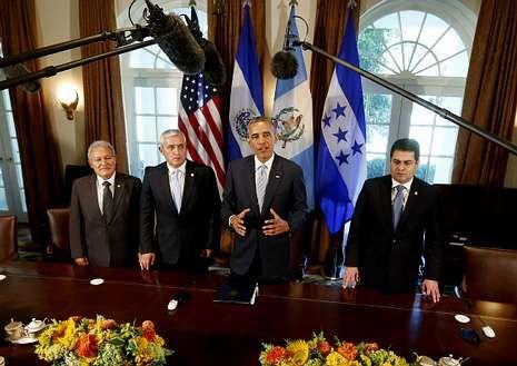 Obama atiende a los medios al abrir la reunión con los líderes centroamericanos.