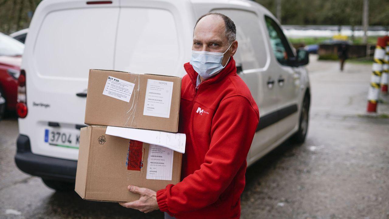 Llegada de vacunas al centro de salud de Rivadavia