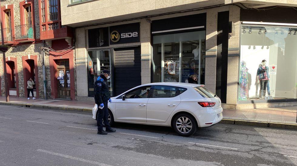 La Policía Local de O Barco para a todos los vehículos para preguntar a los conductores a donde van