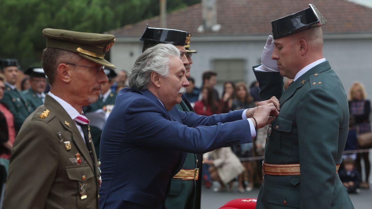 ACTO INSTITUCIONAL CASTRENSE DEL DÍA DEL PILAR.El subdelegado del Gobierno, Emilio González Afonso, condecoró al teniente Emilio Martínez