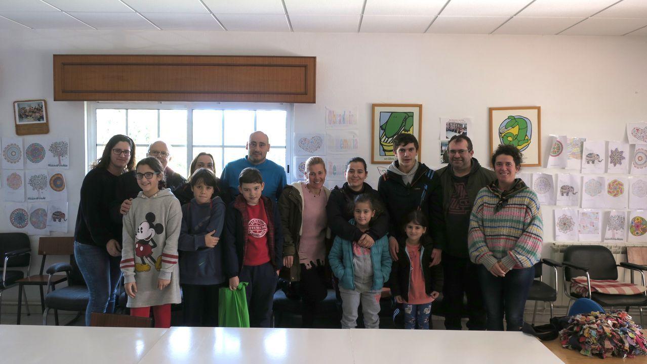 Recogida del proyecto Historias de Miño, con Vanesa Castro, a la derecha