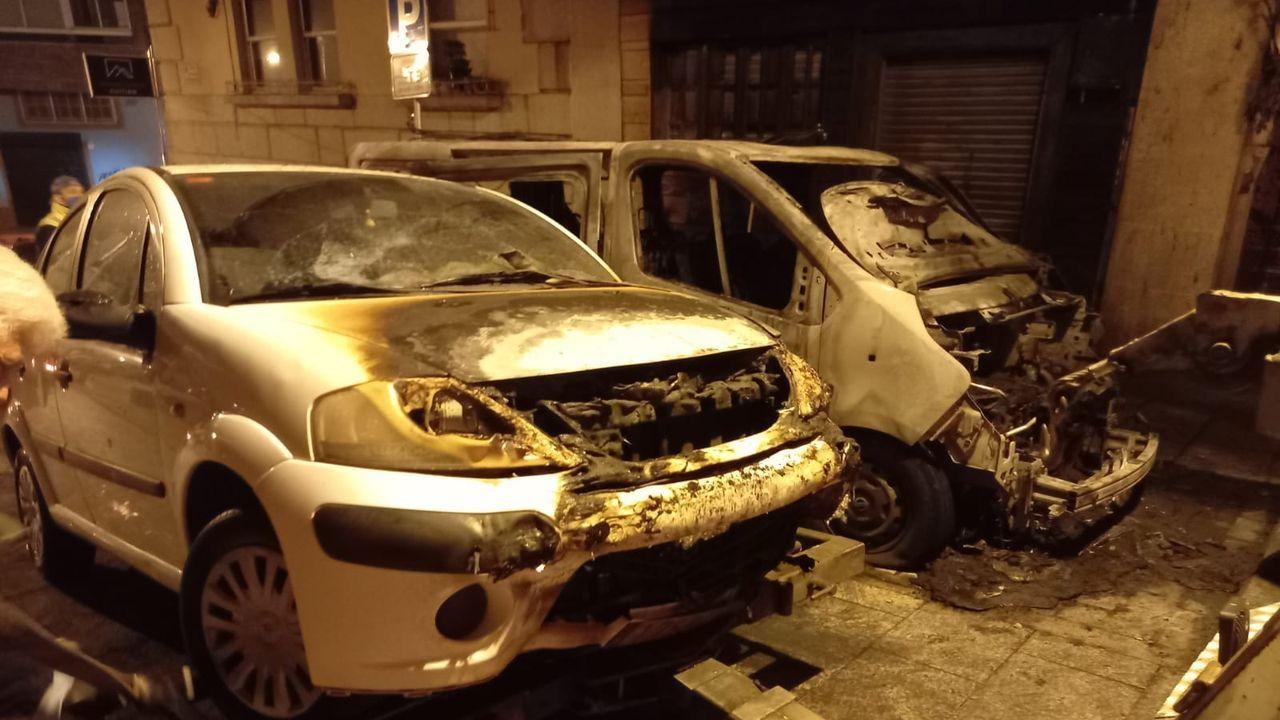 Arde una furgoneta en O Calvario, en Vigo.Las pruebas iban a reforzar la plantilla de la Policía Local con la cobertura de tres vacantes