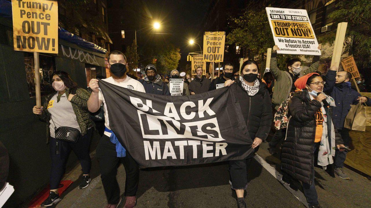 Protesta contra Trump por las calles de Manhattan, Nueva York.