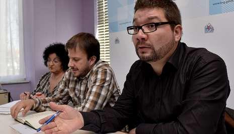Óscar Insua, Con Germán Traba y Dioni Mancha, durante la rueda de prensa de ayer.