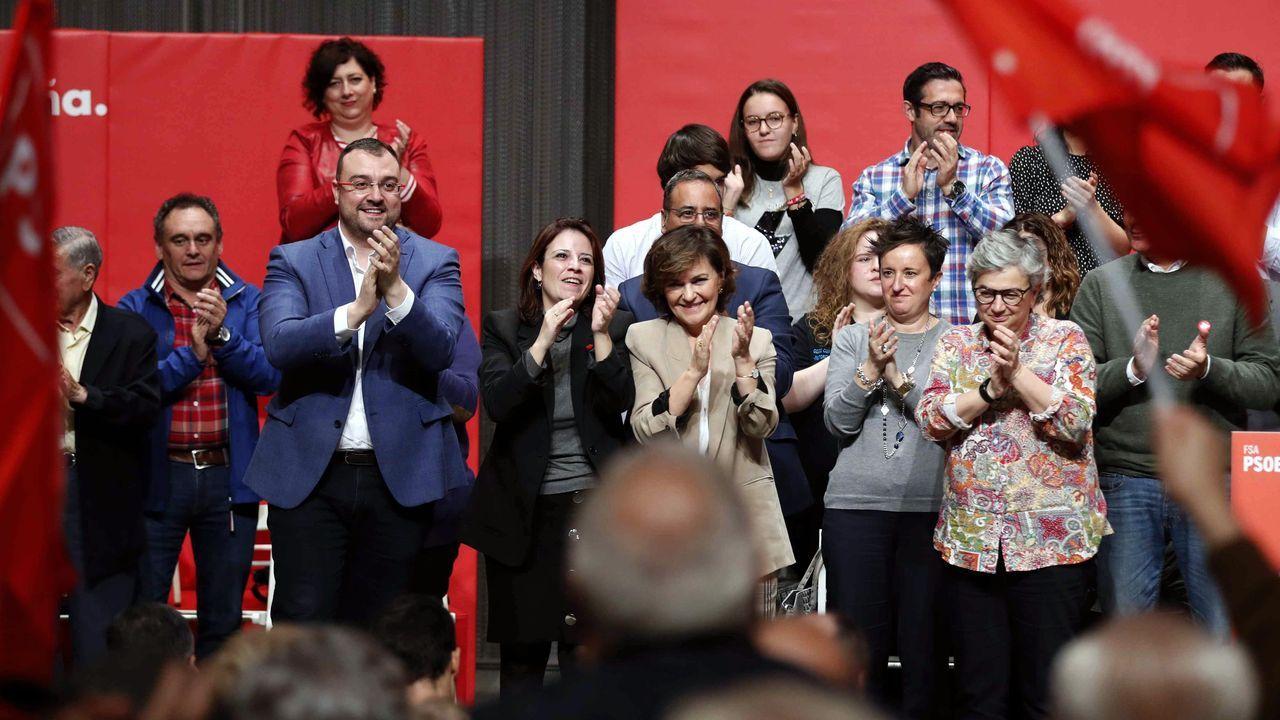 Puigdemont llega a los juzgados que estudiarán hoy la reactivación de la euroorden.La vicepresidenta del Gobierno en funciones, Carmen Calvo (5i); el presidente del Principado, Adrián Barbón (3i), y la vicesecretaria general del PSOE, Adriana Lastra (4i)