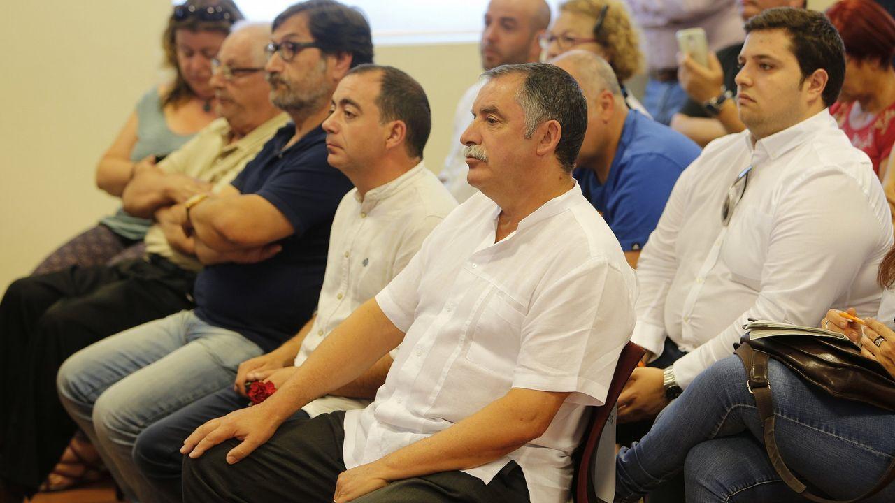 Protesta por la ausencia de bus urbano a las playas.Protesta del alcalde de Oleiros por los buses a las playas