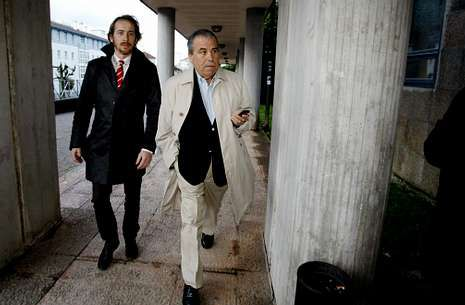 José Antonio Carril, con su abogado, dirigiéndose al juzgado, en una imagen de archivo.