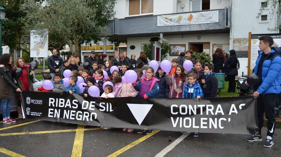 Concentración de protesta contra la violencia machista este 25 de noviembre en Ribas de Sil frente al Ayuntamiento