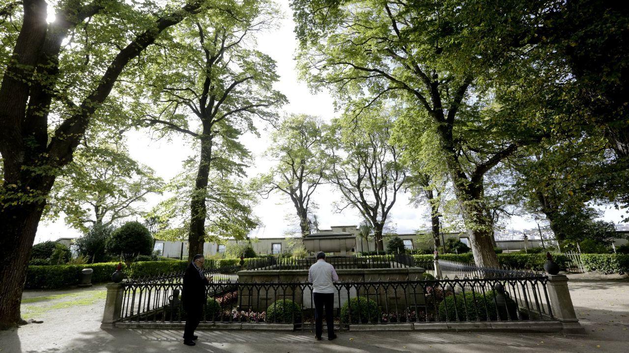 El jardín romántico de San Carlos, catalogado como bien de interés cultural (BIC), se construyó en 1934 en torno a la tumba de Sir John Moore, muerto en la batalla de Elviña 25 años antes